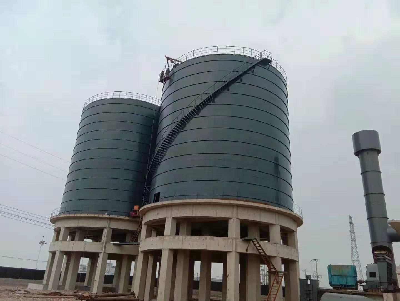 唐山两座5000吨底框结构高架焊接矿粉钢板库顺利交工